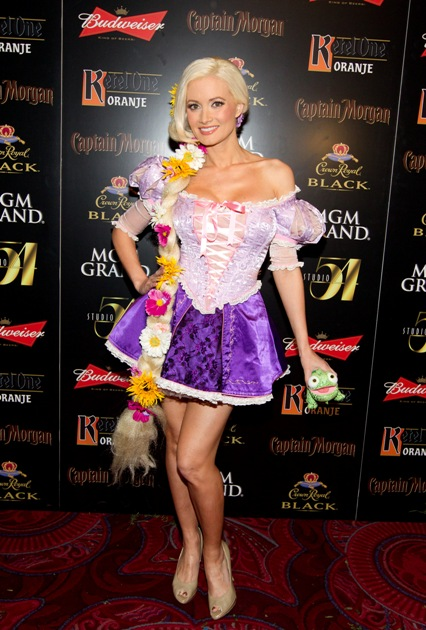1-holly-madison-on-carpet-at-studio-54-las-vegas-10-29-11